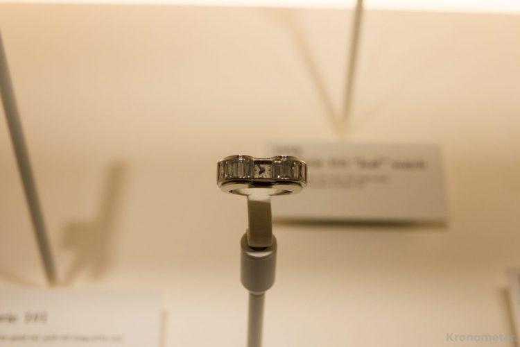 Gyűrű és mechanikus óra kombinációja a cal. 101-gyel.